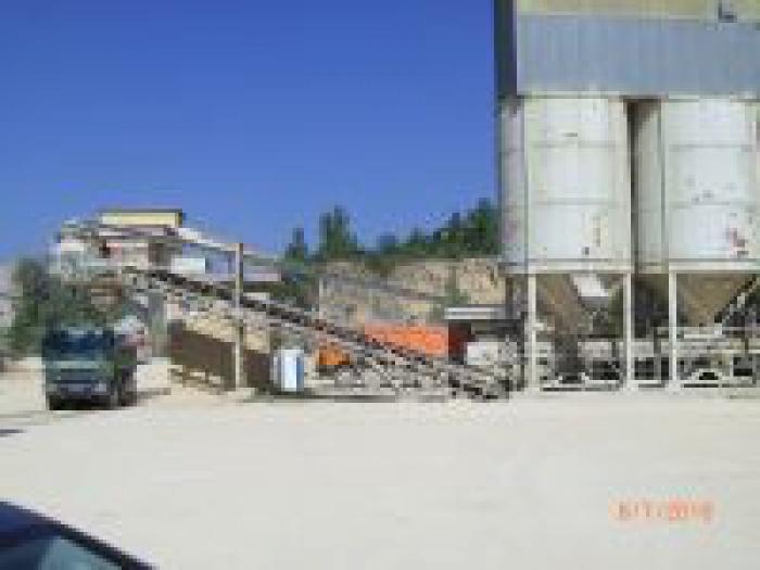 mineralstoffe_strassenbau_vonlinks2_150h.jpg-2052